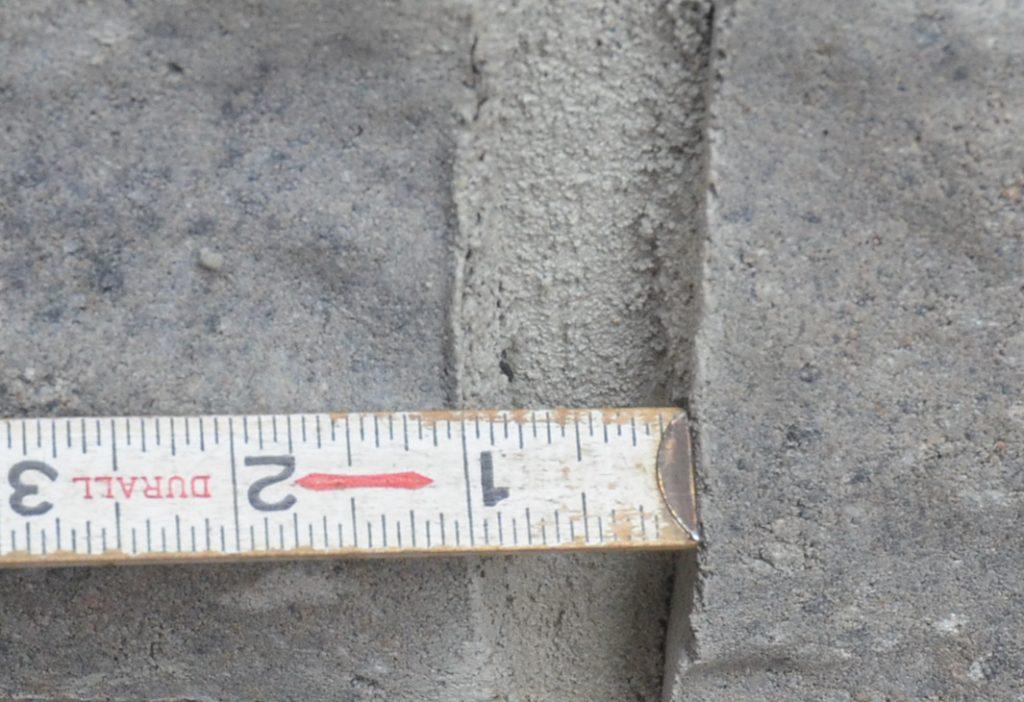 Joint de maçonnerie, épaisseur déficiente